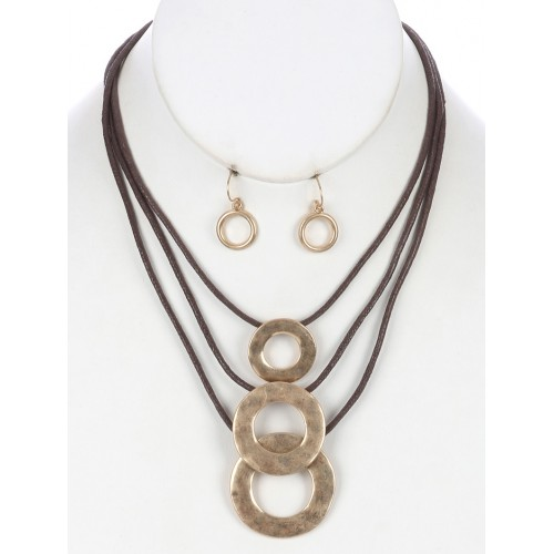 HAMMERED METAL RING THREE LAYER CORD NECKLACE EARRING SET